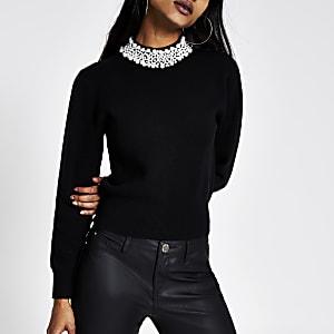 Petite – Schwarzer Pullover mit Perlenverzierung am Ausschnitt