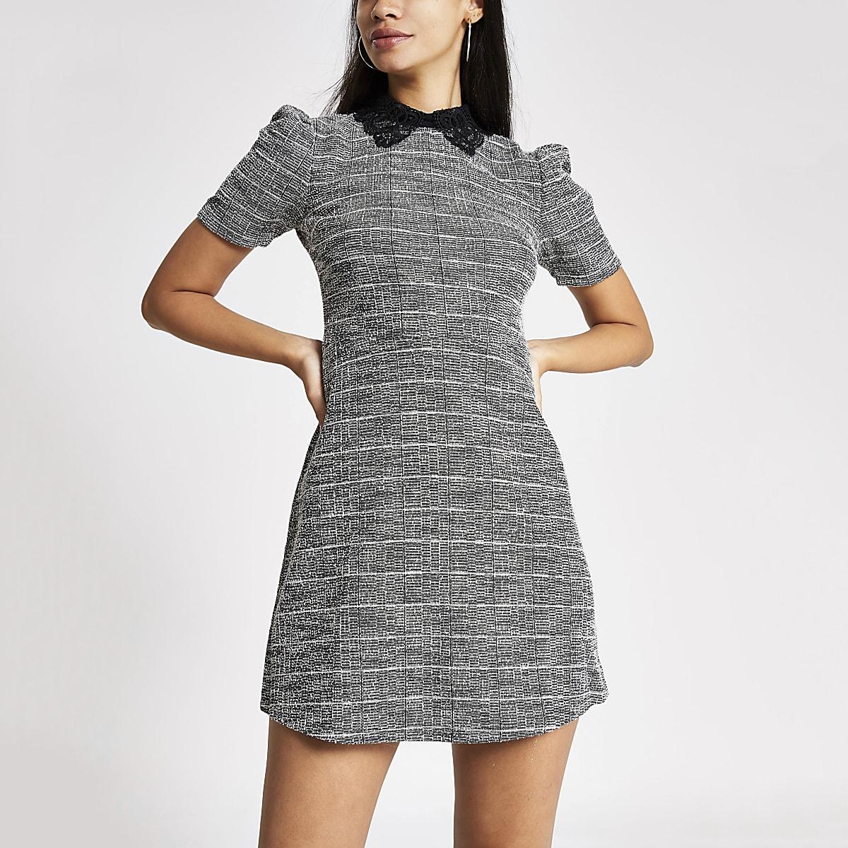 Grijze bouclé mini-jurk met korte pofmouwen
