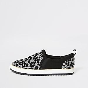 Schwarze Sneakers mit Schlangenhautmuster