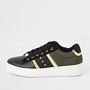 Schwarze Sneaker zum Schnüren mit Streifen und Nieten