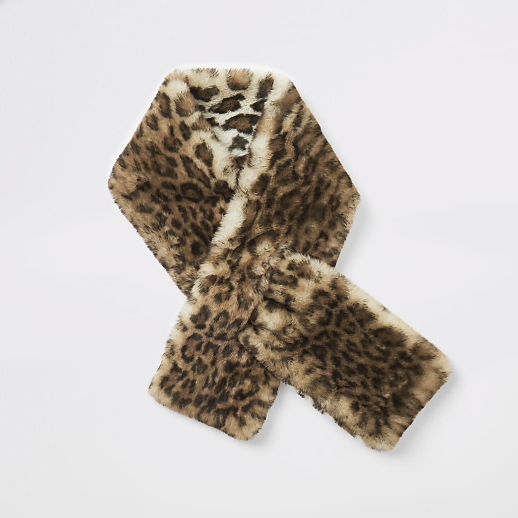 Beige leopard print faux fur scarf