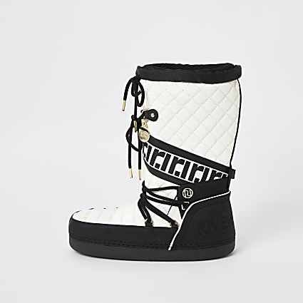 Cream quilted snow boots