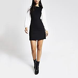 Schwarzes Minikleid mit plissierten Ärmeln in Kontrastfarbe