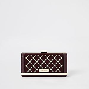 Donkerrode portemonnee met druksluiting en parel studs