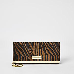 Braune Baguette-Clutch mit Tigerprint