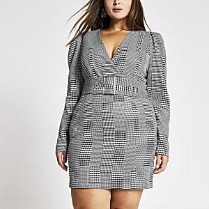 Plus – Mini robe à carreaux noire avec ceinture