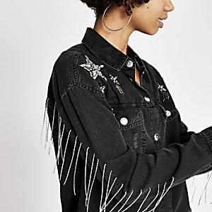 Schwarzes Jeanshemd mit sternförmiger Strassapplikation
