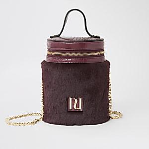 Dunkelrote Zylindertasche mit Kunstfell und oberem Reißverschluss