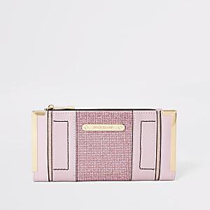 Roze portemonnee met metalen hoeken en verfraaid met siersteentjes