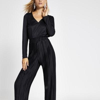 Black plisse long sleeve V neck jumpsuit