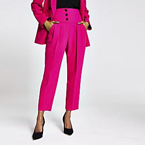 Petite – Pinkfarbene Smokinghose mit Corsage