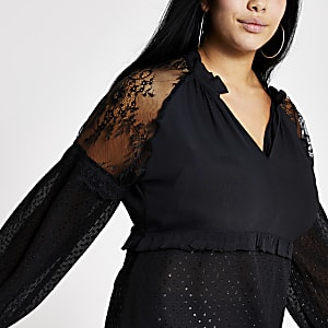 RI Plus - Zwarte kant blouse met V-hals en doorschijnende mouwen