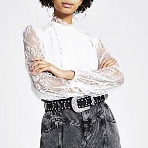 Witte kanten blouse met lange mouwen en ruches voor
