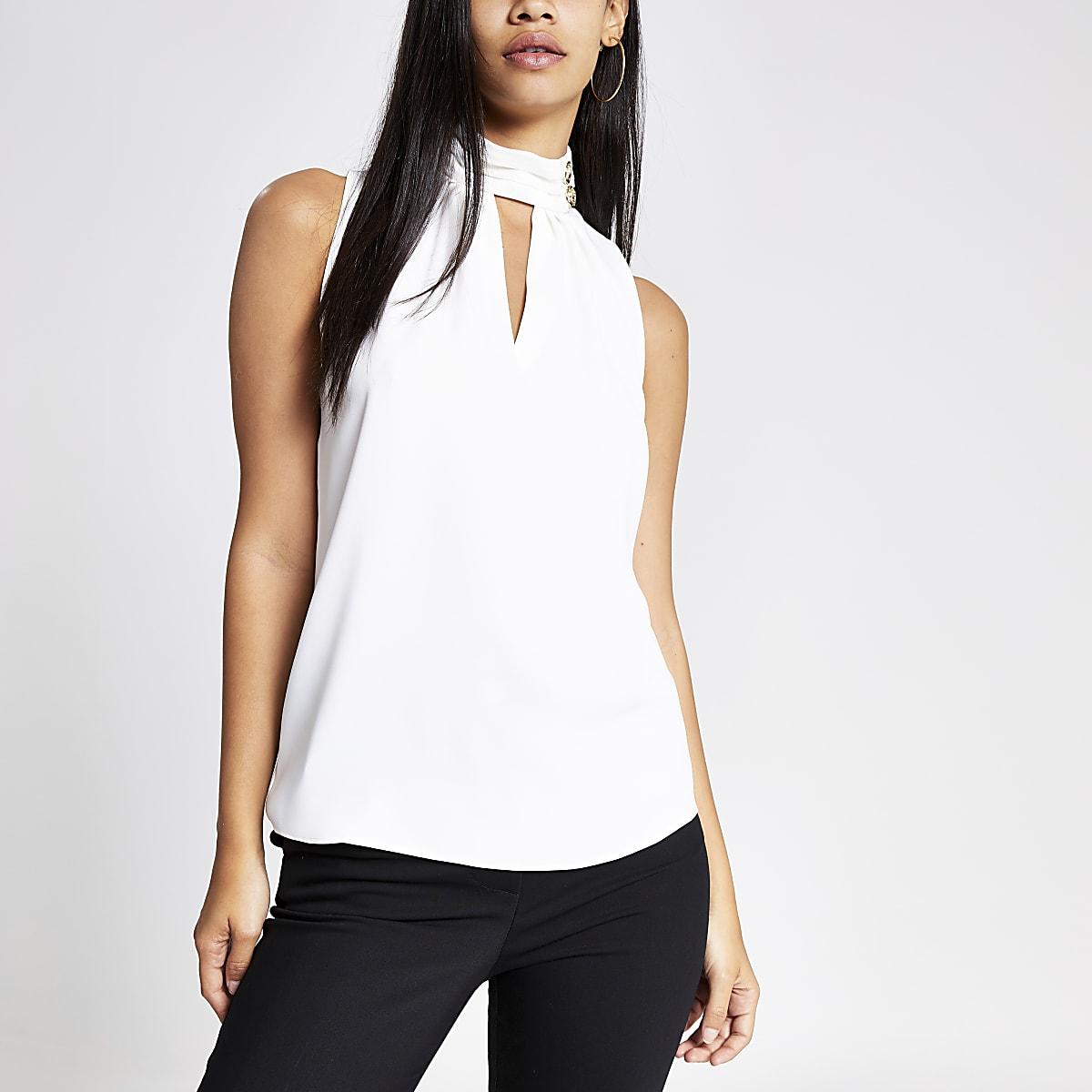 Witte blouse hoogsluitend