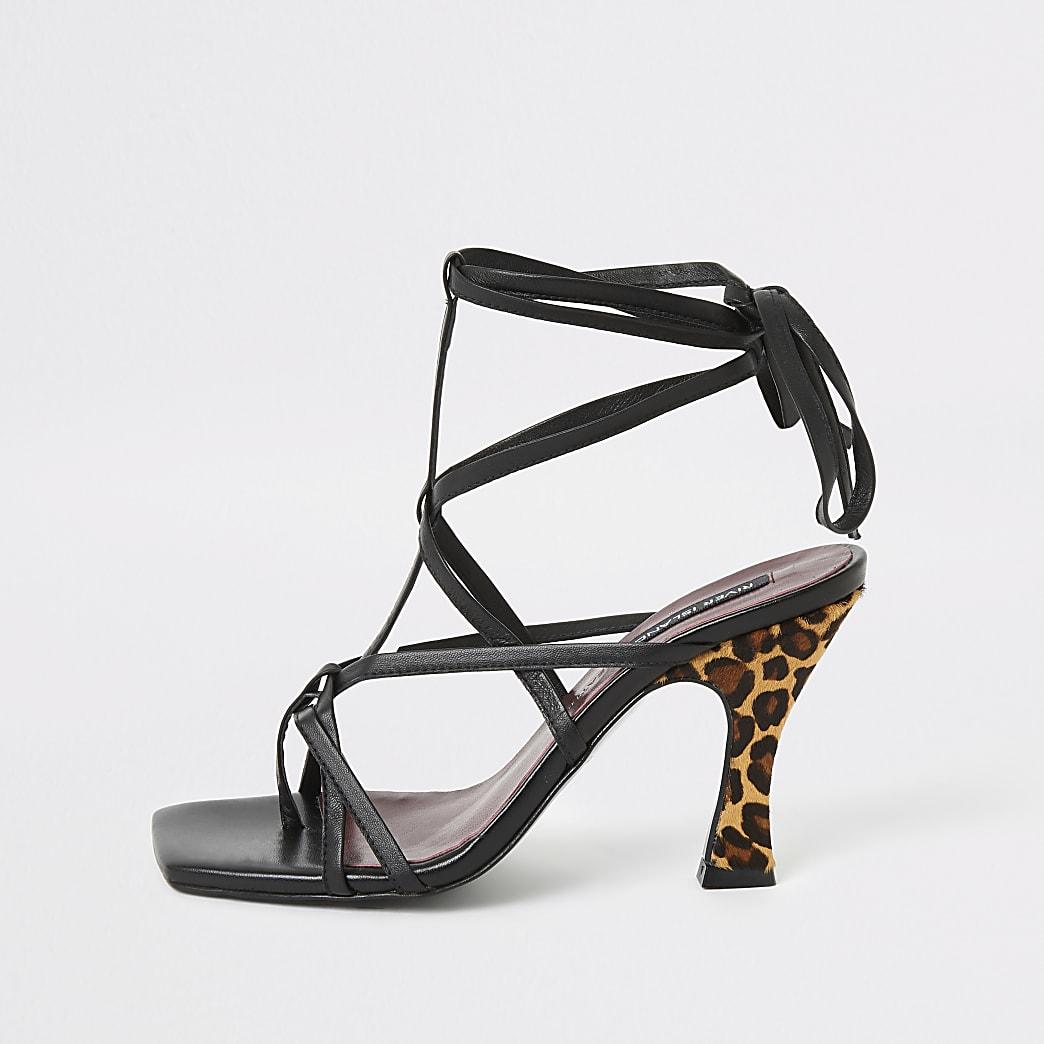 Zwarte sandalen met bandjes en luipaardprint