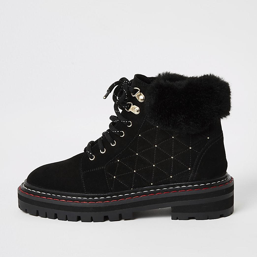 Chaussures derandonnée noires en daim matelasséet cloutéà lacets