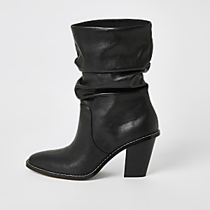 Zwarte ruimvallende laarzen met hak