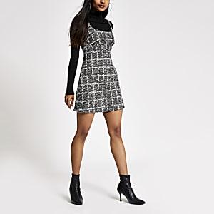 RI Petite - Zwarte bouclé mouwloze mini-jurk
