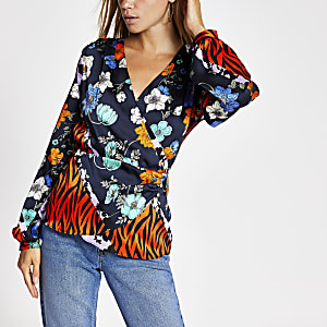 Lila Wickelbluse mit Print