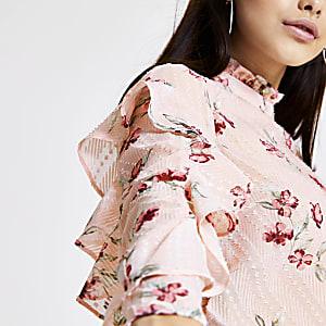 Roze top met bloemprint en mouwen met ruches