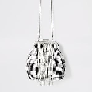 Zilverkleurige tas met clipsluiting, siersteentjes en kwastjes