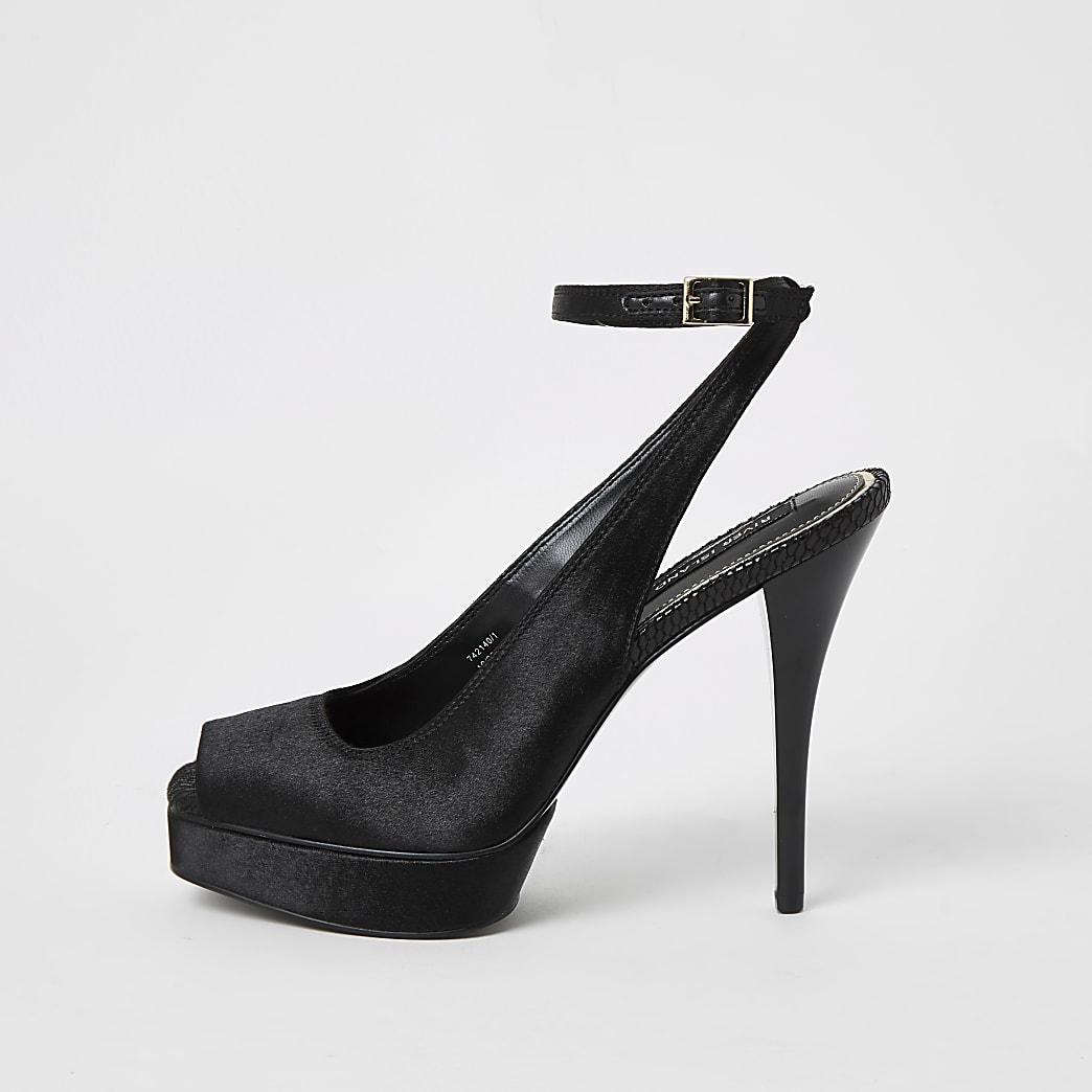 Sandalen mit Plattformsohle und Riemchen hinten aus schwarzem Satin