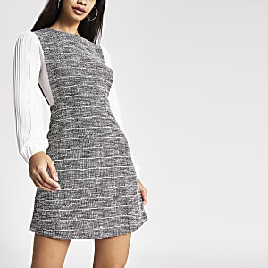 Kariertes, langärmeliges 2-in-1 Plisee-Kleid in Grau