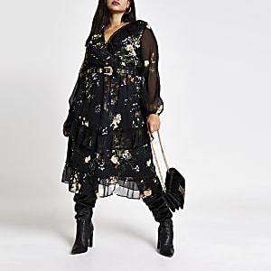 Plus - Robe mi-longue noire imprimée à smocks