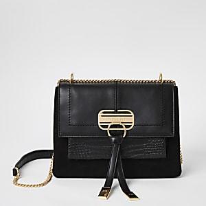 Schwarze Tasche mit Prägung und Schloss vorne