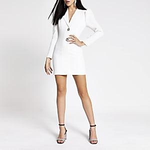 Langärmliges Smokingkleid mit Strass-Knöpfen in Weiß