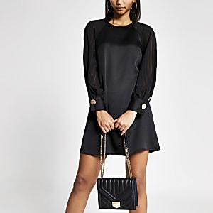 Transparentes, gestreiftes Swing-Kleid mit geschlitztem Ärmel in Schwarz