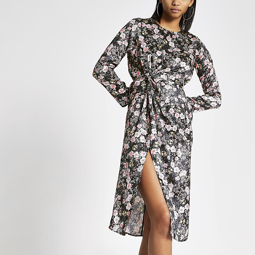 Zwarte midi-jurk met bloemenprint en gedraaide voorkant