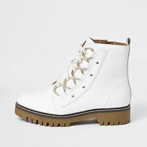 Witte leren laarzen met wijde pasvorm en vetersluiting