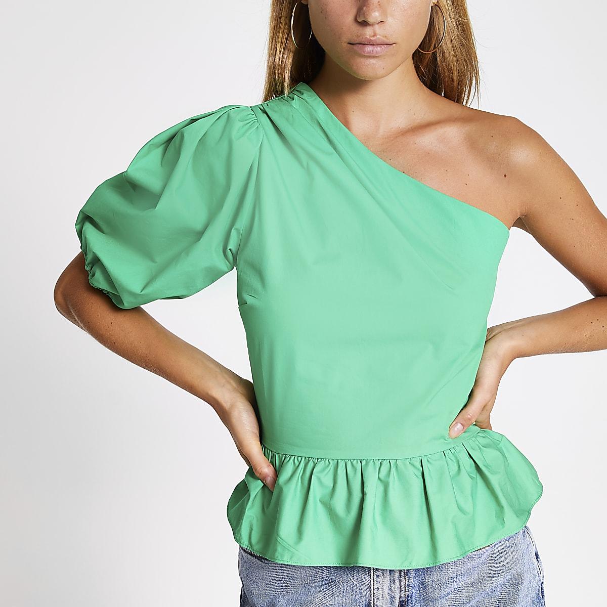 Groene top met peplum en blote schouder