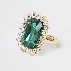 Goudkleurige ring met groene emeraldsteen