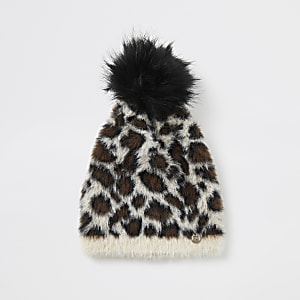 Flauschige Strick-Beanie in Beige mit Leoprint
