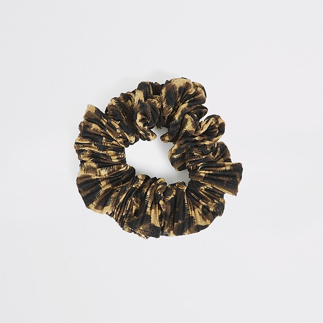 Bruine geplooide scrunchie met luipaardprint