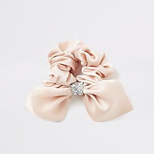 Roze scrunchie met siersteentjes strik