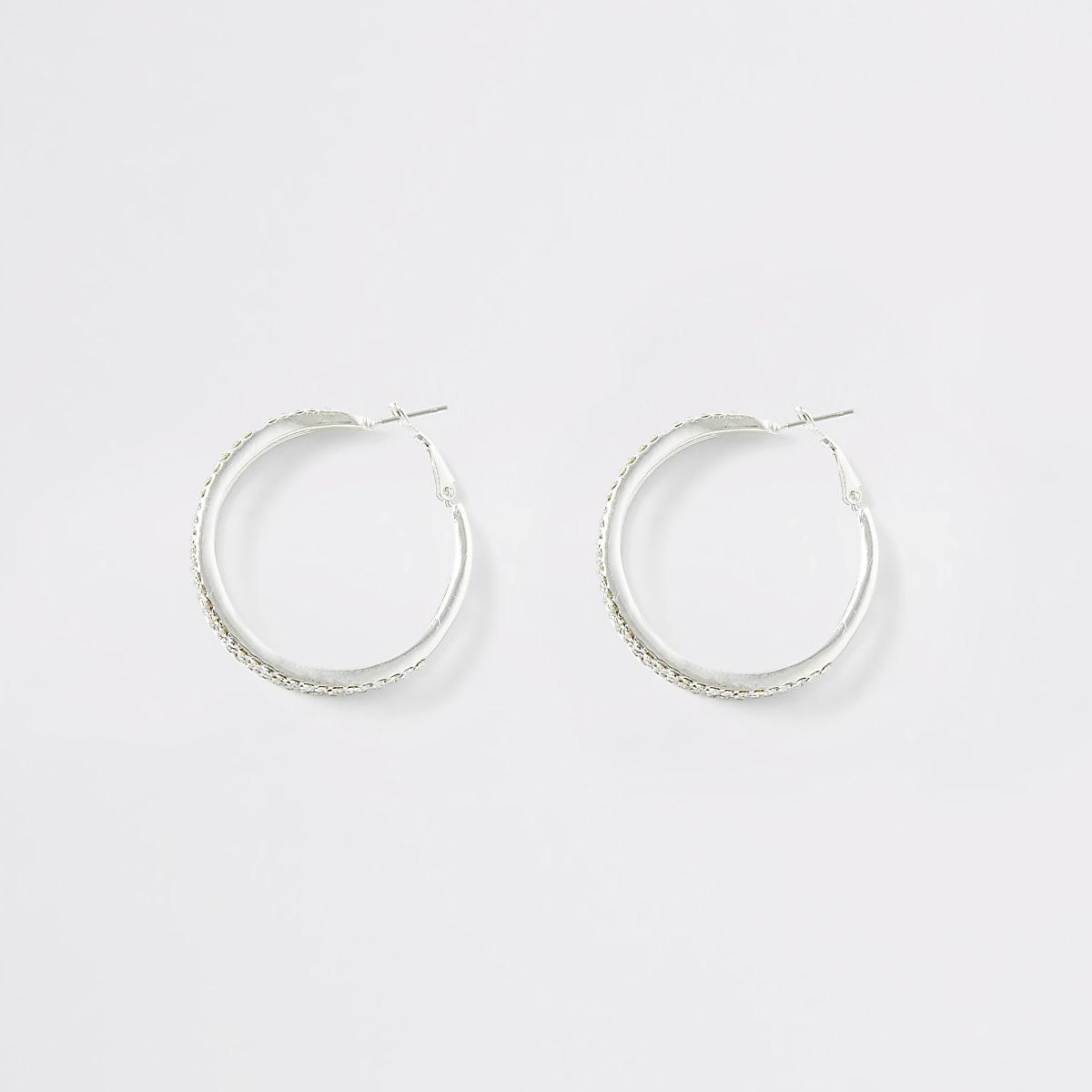 Zilverkleurige oorringen met stras en drie ringen