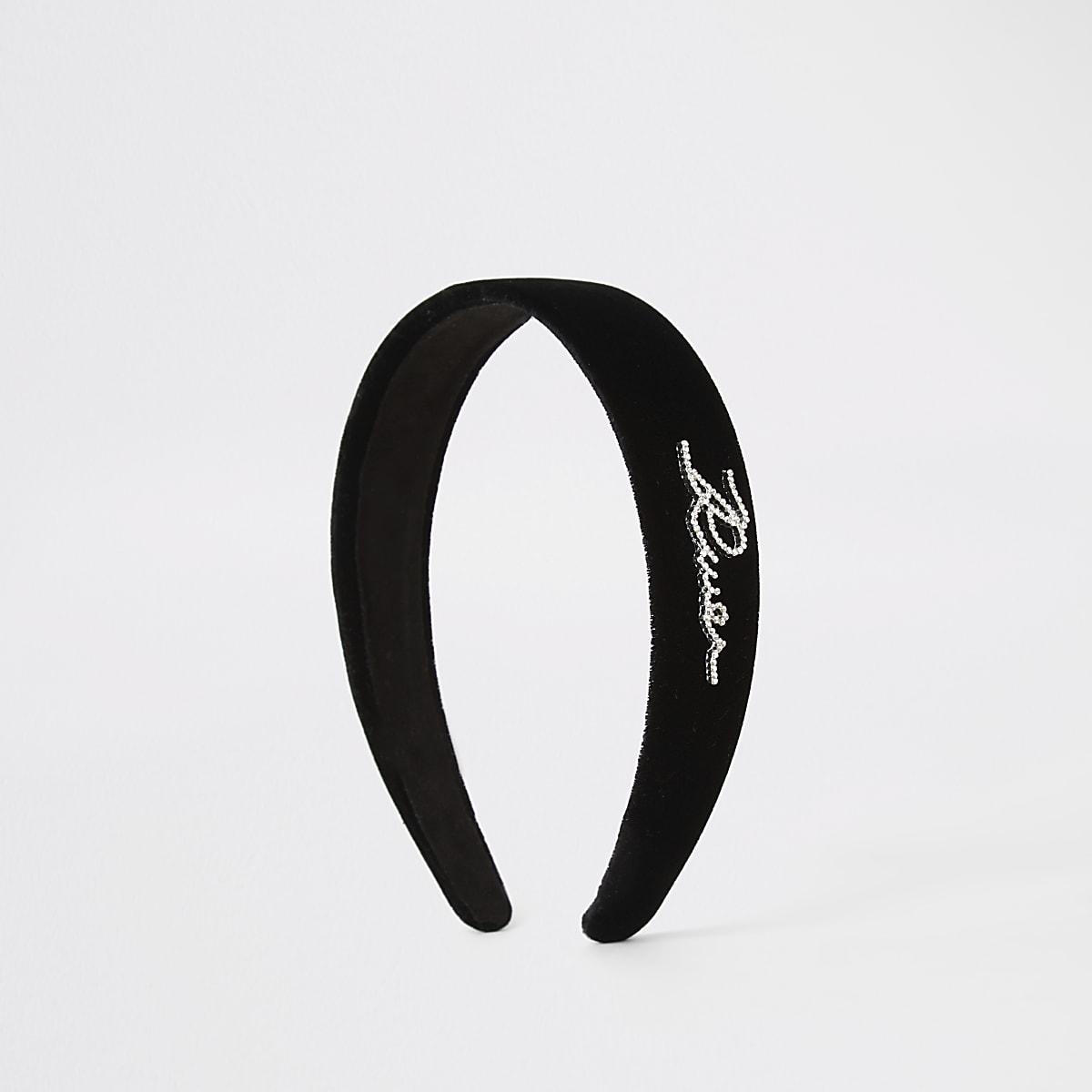 Zwarte fluwelen haarband met 'River'-tekst van siersteentjes