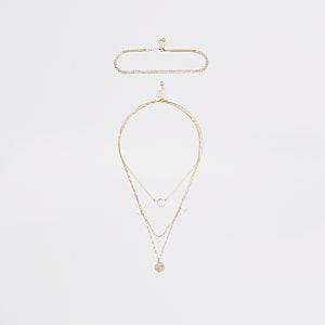 Goldfarbene Halskette im Lagenlook mit Perlenring