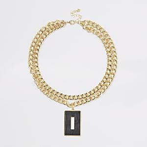 Collier avec pendentif doré estampé effet peau de crocodile