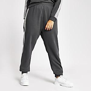 Plus – Graue Jogginghosen mit strassverzierter Seite