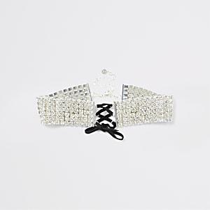 Zilverkleurige chokerketting met corsetdetail en siersteentjes