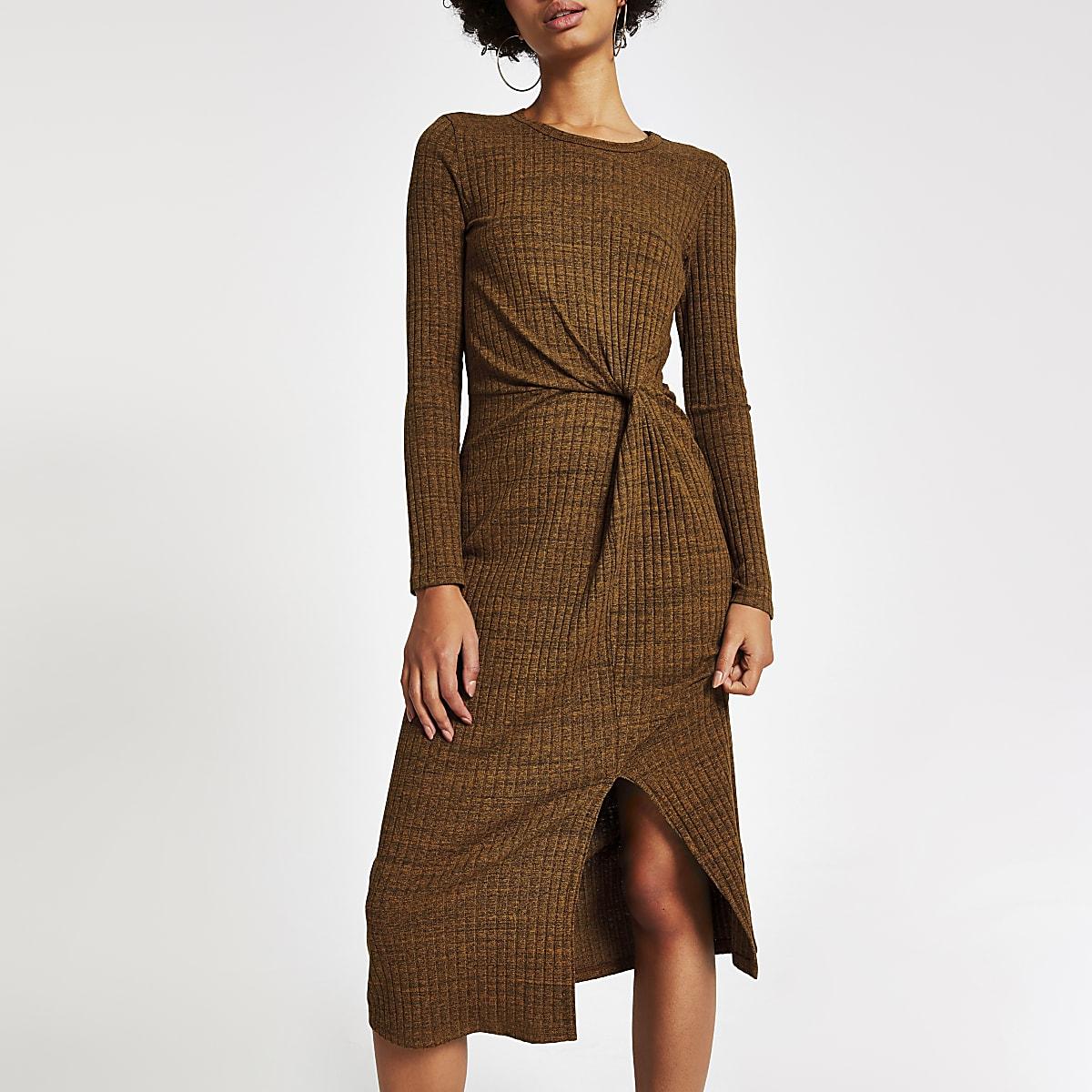Roestbruine midi-jurk met gedraaide voorzijde
