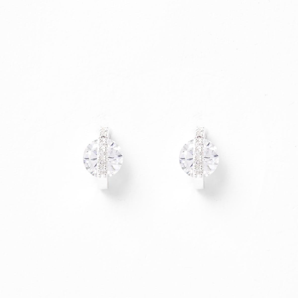 Zilverkleurige oorknopjes met siersteentjes