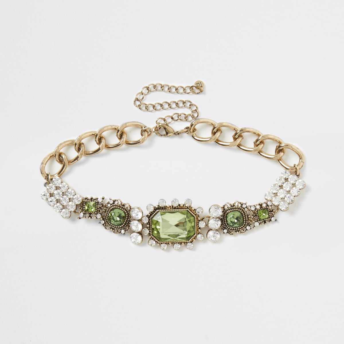 Collier tendance vert orné de bijoux