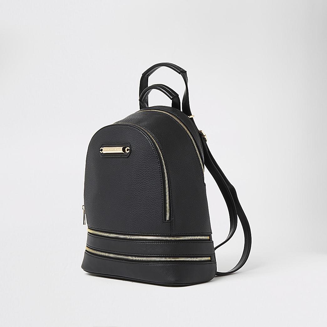 Zwarte rugzak met textuur en rits aan de onderkant
