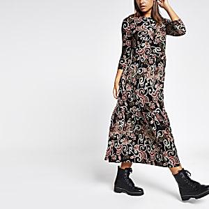 Zwarte gesmoktegelaagde jurk met paisley lange mouwen