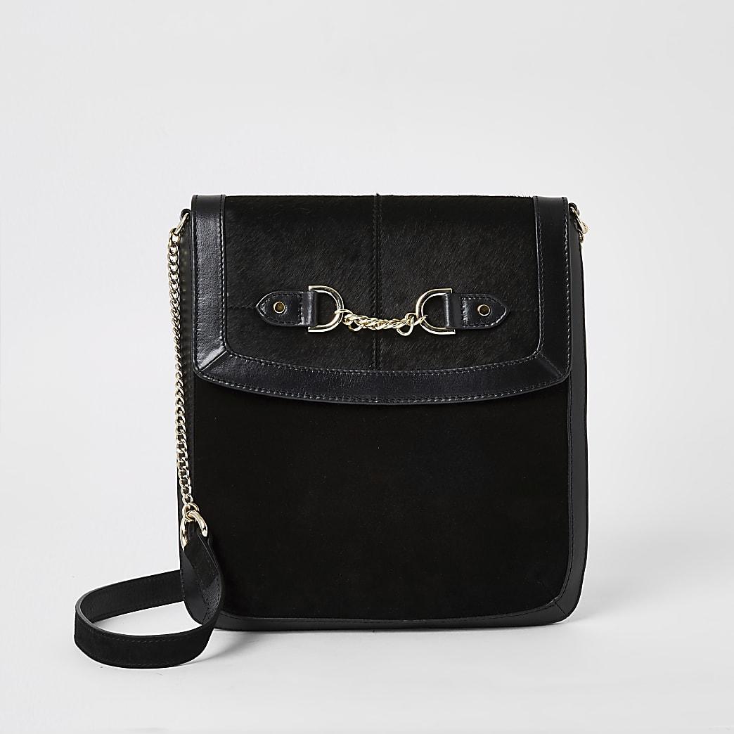 Schwarze Kuriertasche aus Leder mit vorderer Kette